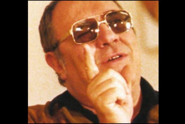 """El cineasta italiano de la vida real es mencionado como """"el segundo mejor director de spaghetti westerns en todo el mundo"""" (presuntamente, después de Sergio Leone). Las películas reales de Corbucci incluían al favorito de culto El Gran Silencio , de 1968, que se volvió a estrenar hace poco, pero Había Una Vez... En Hollywood le da crédito por dirigir a Rick en la película imaginaria Nebraska Jim. Durante la época que pasa Rick en Europa, actúa junto a Telly Savalas, la estrella de la serie Kojak, quien de hecho apareció en varios westerns italianos, y se casa con Francesca Capucci, una actriz ficticia."""