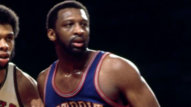 Un mito de la década de los 70, cuando se convirtió en uno de los mejores jugadores que ha vestido la camiseta de los Detroit Pistons. Fue ocho veces All Star y capaz de promediar un doble-doble a lo largo de toda su carrera en la NBA.