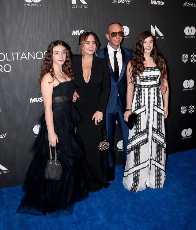 """Rubín, quien acudió junto a su esposa e hijas, ganó el premio a Mejor Actuación Masculina Principal en un Musical por """"Jesucristo Súper Estrella""""."""