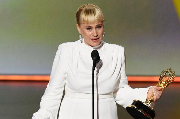 Premiada por su actuación en la serie original de Hulu, The  Act . Subió al escenario para agradecer y recordar a su hermana Alexis Arquette, una de las principales activistas trans en Hollywood, quien murió en 2016 por un paro cardíaco causado por una miocarditis derivada del VIH.