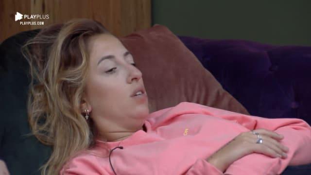 A peoa  desabafou para Andréa  sobre as atitudes de Guilherme na casa. A peoa acredita que o participante do reality só foi conversar com ela por causa da imagem dele fora da casa. Muito tenso, né!