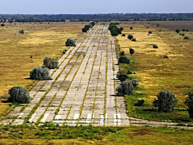 Аэропорт был открыт в 1944 году. Сначала он использовался пограничниками, а затем военными моряками. В 1964—1989-х годах использовался как гражданский аэропорт. Обслуживал рейсы в Киев, Симферополь, Одессу, Каменец-Подольский, Черновцы, Львов и Кишинёв. После распада СССР, в 1993—1997 годах аэропорт не работал. В 1997 году он получил статус международного, что и дало ему вторую жизнь. В 2001-м году предприятие было передано в коммунальную собственность города Измаил. В те года обслуживались рейсы в Киев, Стамбул и Варну. Зимой 2009 года аэропорт временно прекратил свою работу из-за кризиса.Одно время на взлетной полосе аэропорта устраивали гонки уличные стритрейсеры.В настоящий момент облсовет, которому сейчас принадлежит аэропорт, задумывается о его расконсервации и запуске в строй.