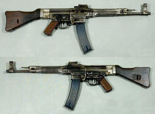 El fusil alemán StG 44, diseñado por Hugo Schmeisser.
