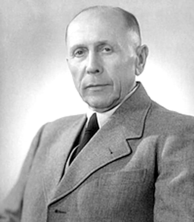 El diseñador de armas alemán Hugo Schmeisser.