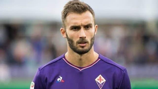 Capitão da Fiorentina, o zagueiro, de 28 anos, foi um dos 10 casos positivos para a Covid-19 confirmados pelo time italiano. Além de Pezzella, que tem passagens pelo River Plate e Betis, também estão na lista os jogadores Patrick Cutrone e Dusan Vlahovic.