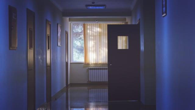 Πρώτα απ' όλα τα ιδιωτικά συμβόλαια υγείας εξασφαλίζουν στους δικαιούχους τους απαλλαγμένη από γραφειοκρατία - αξιοπρεπή νοσηλευτική και ιατροφαρμακευτική περίθαλψη. Αν βιάζεστε και η αναμονή του δημόσιου συστήματος υγείας δεν σας εξυπηρετεί τότε σας δίνεται αυτή η εναλλακτική.